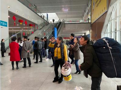 火车站春运客流迎来小高峰