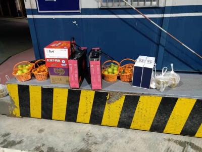 福鼎贯岭省际公安检查站  市民为防控疫情人员送食品