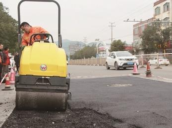 宁德市公路部门开展公路路面修补及公路附属设施维护工作