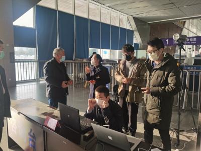 医保局工作人员前往宁德火车站查看热成像测温设备安装情况