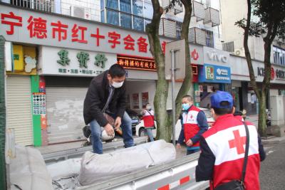 市红十字会志愿者:支援抗疫入社区