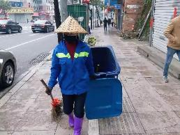 800多名环卫工人每日清扫消毒  守护中心城区卫生整洁