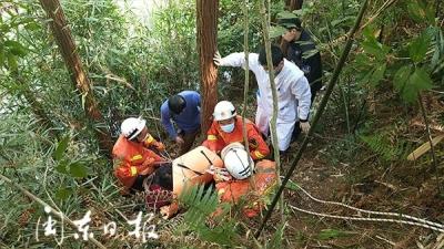 柘荣一名老人骑三轮车失控坠落山坡 消防紧急救援