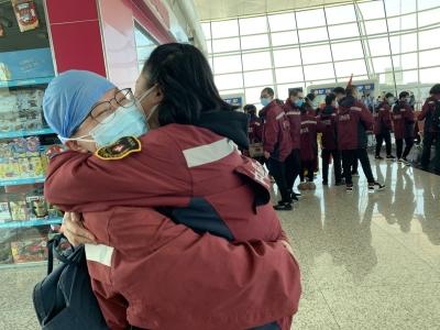 独家连线丨凯旋!宁德两批医疗队30名队员撤离武汉