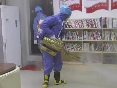 身背50公斤重消毒设备 霞浦蓝天救援队队员助力街道、社区消杀