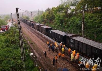 京广铁路郴州段恢复通车 125趟列车停运