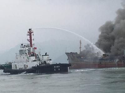宁德东冲口水域一油船发生火灾  3名落水船员成功获救