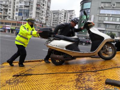 宁德新闻红黑榜 |交警部门在中心城区整治超标电动车