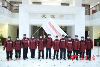 中国政府赴菲律宾抗疫医疗专家组从福州启程