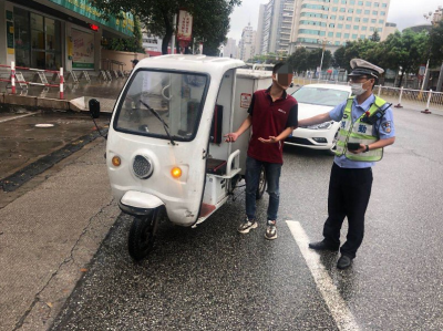 蕉城交警开展快递电动三轮车整治行动
