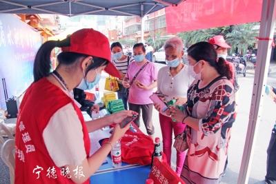 东侨两社区首次试点有奖垃圾分类  124户居民领到奖品197份