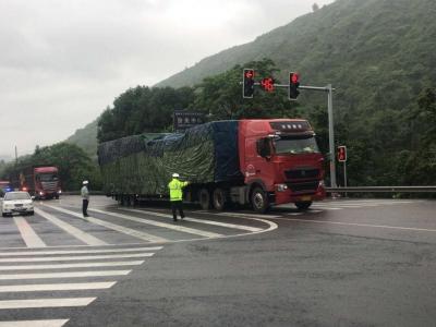 福鼎交警连续7小时疏导流美大桥段交通