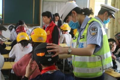 屏南交警:一盔一带安全守护行动走进校园