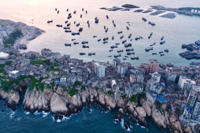 福建:伏季休渔船泊港