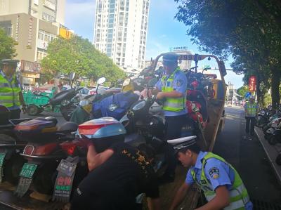 蕉城交警开展校园周边超标电动车整治行动