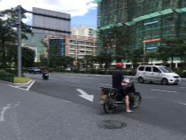 宁德新闻黑榜 摩托车通过右转车道和两轮车道逆行