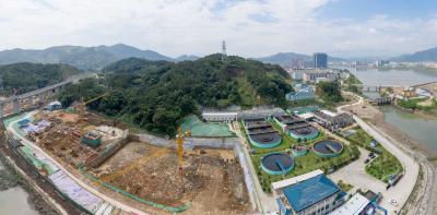 北区污水处理厂三期扩建工程施工现场:热浪中坚守岗位!