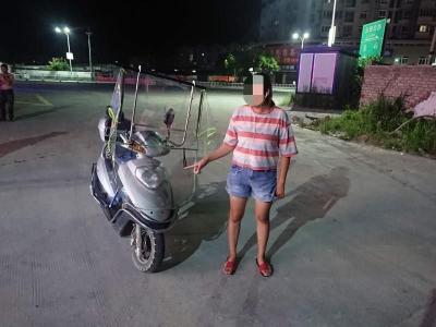 坑娃!福鼎一女子酒后无证驾驶摩托车带娃上路
