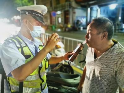 古田交警大队联合派出所开展夜查酒驾统一行动