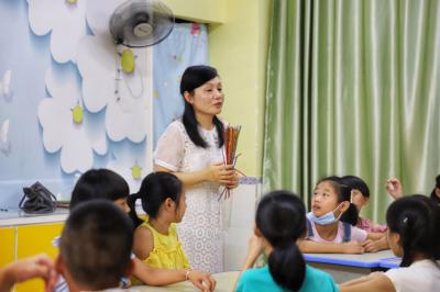 暑期子女无人管 社区教育来补位