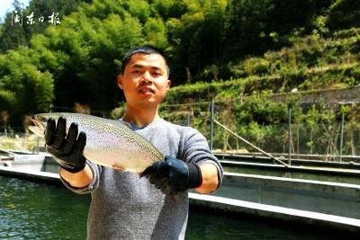 返乡创业大学生:扎根深山养鱼 带领乡亲致富