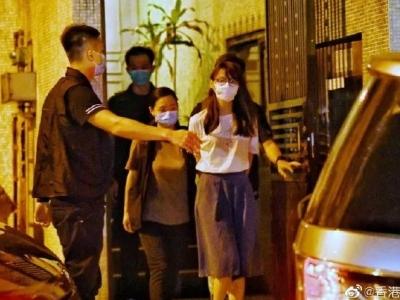 乱港分子周庭被捕现场曝光,港警还透露黎智英案一个重要细节