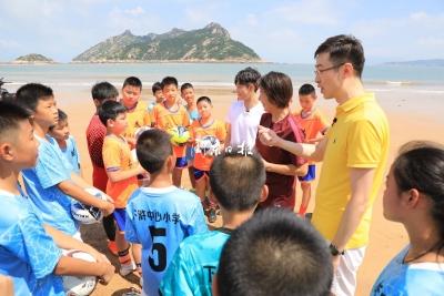 """快讯丨""""心连心""""慰问演出走进宁德,在霞浦大京沙滩展开了一场精彩的足球赛"""