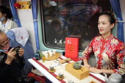 图讯丨多彩宁德乘着衢宁铁路首发列车快乐出发啦!