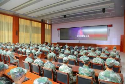 东部战区一战士违规使用手机泄密,降衔、提前退出现役!