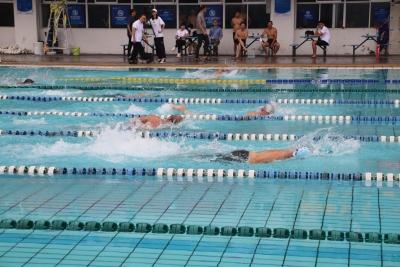 宁德市第二届职工游泳锦标赛鸣枪!200余名职工运动员劈波斩浪