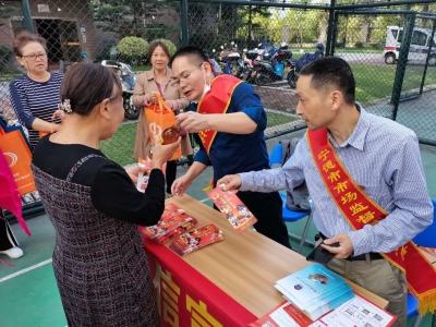 重阳节,市区大门山小区的老人们收到了这些礼物……