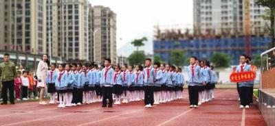"""1640人同唱一首歌 东侨二小全体师生""""悦舞台""""共庆国庆"""
