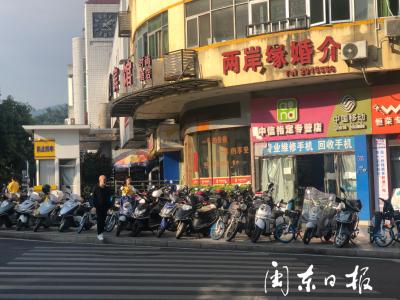 宁德新闻黑榜 | 市区汽车北站北侧人行道上满是车  严重影响正常通行