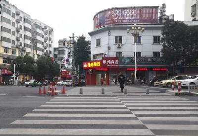 宁德新闻黑榜 | 市民不顾志愿者劝导闯红灯