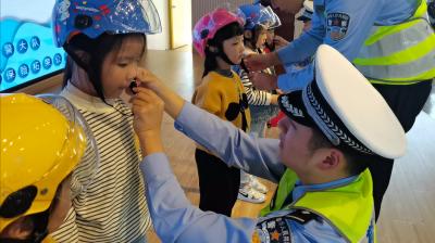 戴好头盔,守护安全,从娃娃教起!