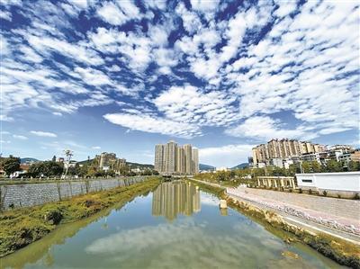 青山似锦,碧水如玉… 生活在这方水土的古田人已将日子过成了诗!