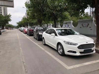 """缓解""""停车难""""!我市两年新增11000余个路面临时停车泊位"""