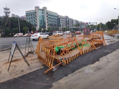 请注意绕行!市区国泰工行路口辅路集中施工,高峰易拥堵