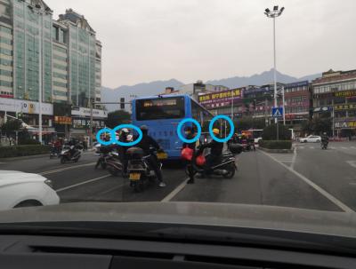 宁德新闻黑榜 | 添堵!出租车加塞,行人与两轮车横穿马路…