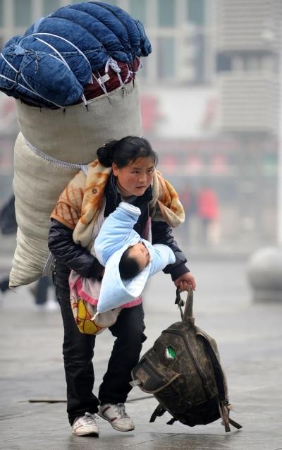 """滚动丨""""春运母亲""""在霞浦:跟随这位彝族母亲的十一载励志路"""