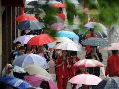 春节假期伴随阴雨天气 注意出行交通安全