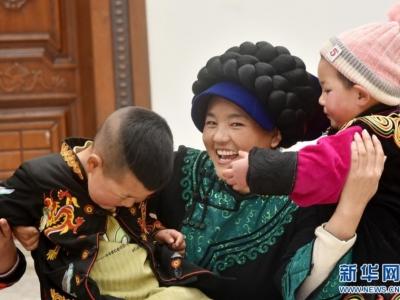 """新华社   """"春运母亲""""巴木玉布木的新年心愿"""
