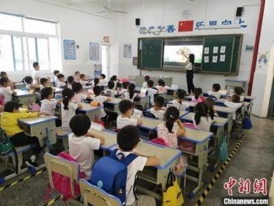 """多地要求老师亲自改作业,家校""""作业矛盾""""何解?"""
