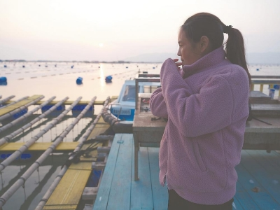 """福建日报   """"春运母亲"""",渔排上夫妻团聚"""