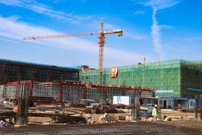 邦普宁德新材料产业园项目主车间封顶
